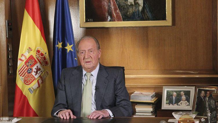 Le roi d'Espagne Juan Carlos a confirmé, dans un message télévisé le 2 juin 2014, qu'il abdiquait en faveur de son fils, le prince Felipe. (  MAXPPP)