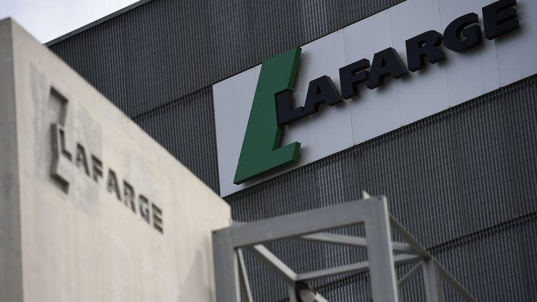 Le logo de l'entreprise Lafarge, le 7 avril 2014, àParis. (FRANCK FIFE / AFP)