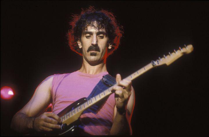 Frank Zappa sur scène en 1982