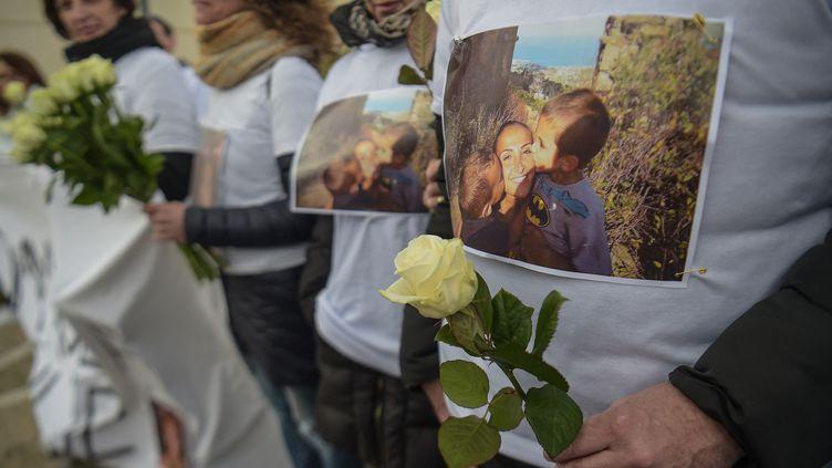 Une marche blanche est organisée à Vaires-sur-Marne, la ville natale de Julie Douib, le 9 mars 2019. (LUCAS BARIOULET / AFP)