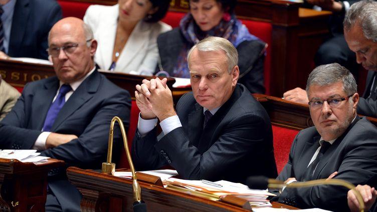 """Jean-Marc Ayrault (C) a annoncé qu'il avait """"rendu ses arbitrages"""" sur le projet de loi sur le mariage des homosexuels, le 10 octobre 2012. (ERIC FEFERBERG / AFP)"""