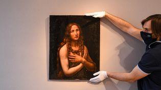 """Le tableau """"La Madeleine pénitente"""" présenté le 17 novembre 2020 à la maison Artcurial, à Paris (ALAIN JOCARD / AFP)"""