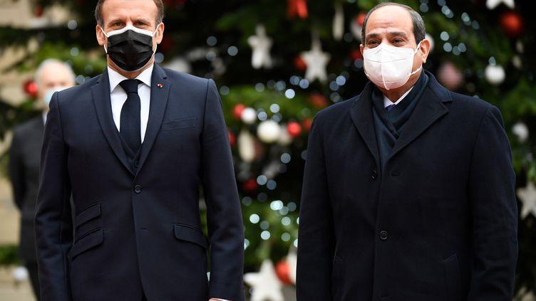 Emmanuel Macron et Abdel Fattah al-Sisi à l'Elysée, le président égyptien, le lundi 7 décembre 2020. (BERTRAND GUAY / AFP)