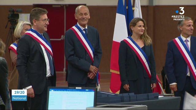 Municipales : les maires élus au premier tour prennent fonction