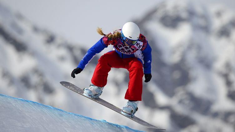 La Française Chloé Trespeuch termine 3e en snowboardcross, le 16 février 2014 à Sotchi. (JAVIER SORIANO / AFP)