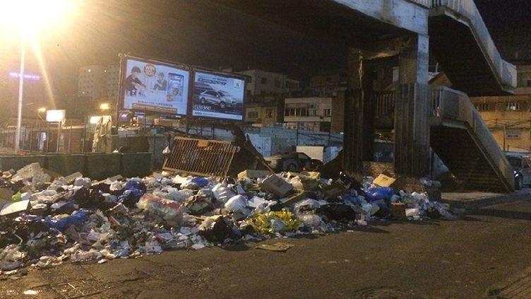 (Depuis huit mois, les déchets envahissent les trottoirs de Beyrouth © Radio France / Pierrick Bonno)