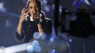Jain se produit sur la scène du Zénith, le 10 février 2017, lors des Victoires de la musique. (THOMAS SAMSON / AFP)
