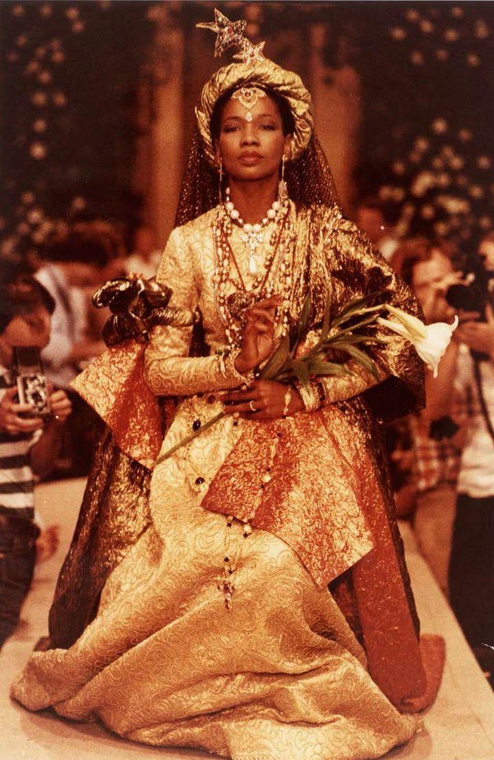 La robe de mariée dite Shakespaere d'Yves Saint Laurent (Jean-Marie Banier)