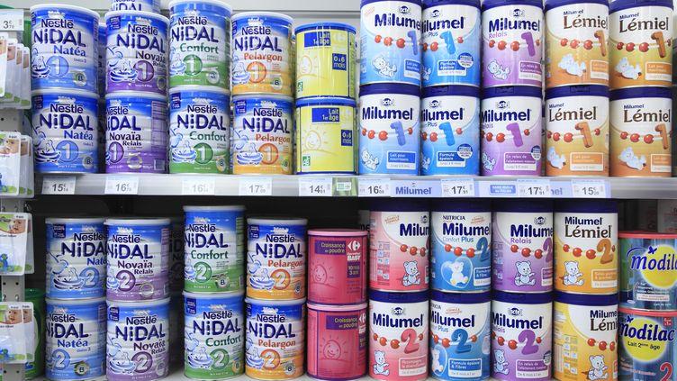 Selon 60 millions de consommateurs, plus de la moitié des laits pour bébés contiennent de l'aluminium. (PHILIPPE TURPIN / PHOTONONSTOP / AFP)