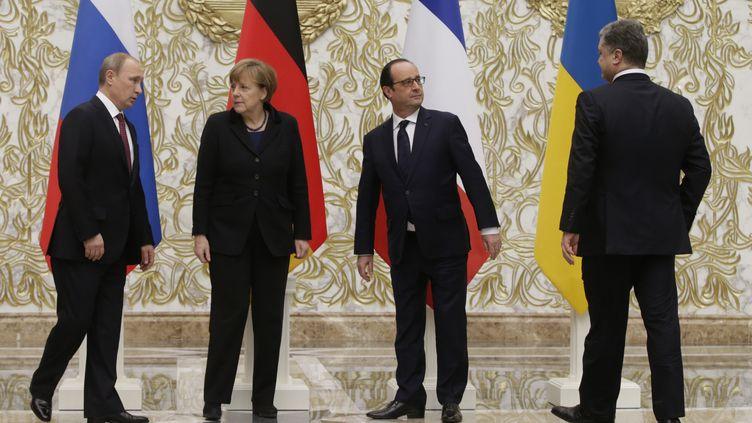 Vladimir Poutine,Angela Merkel, François Hollande et Petro Porochenko, le 11 février 2015 à Minsk (Biélorussie). (TATYANA ZENKOVICH / AFP)