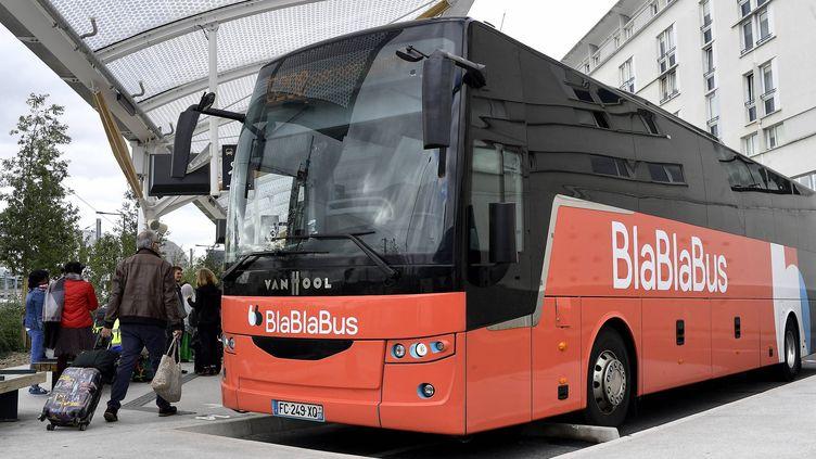 Un car de la compagnie BlaBlaBus à la gare routière de Rennes, le 2 octobre 2019 (photo d'illustration). (MARC OLLIVIER / MAXPPP)