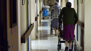 Des résidentes d'une maison de retraite, ici à Nantes, le 24 décembre 2014. (GEORGES GOBET / AFP)