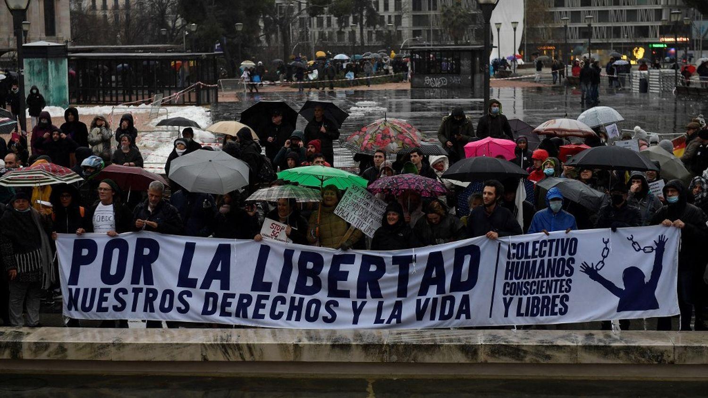 Covid-19 : des milliers de manifestants contre les restrictions à Madrid