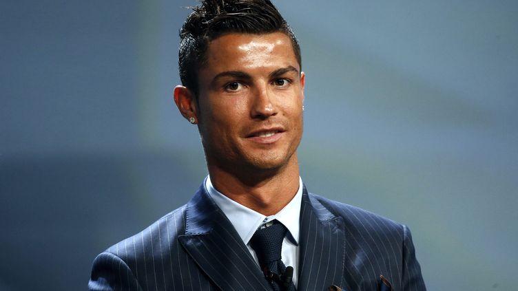 Le joueur portugais du Real Madrid, Cristiano Ronaldo, à la cérémonie de remise du prix UEFA du meilleur joueur d'Europe, le 27 août 2015 à Monaco. ( ERIC GAILLARD / REUTERS)