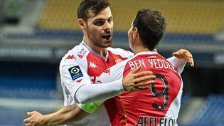 Les joueurs de l'AS Monaco Kevin Volland et Wissam Ben Yedder célèbrent un but de leur équipe contre Montpellier, le 15 janvier 2021, dans l'Hérault. (PASCAL GUYOT / AFP)