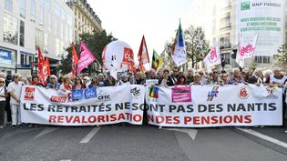 Des retraités manifestent à Paris pour dénoncer la politique du gouvernement, jeudi 18 octobre 2018. (MAXPPP)