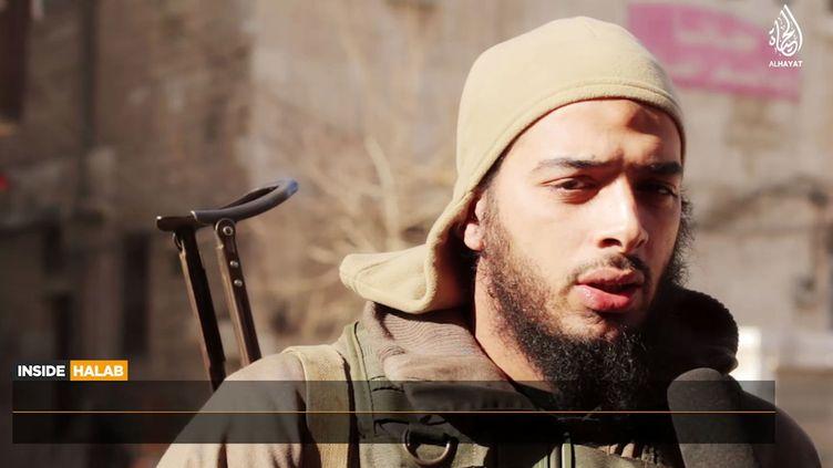 Capture d'écran d'une vidéo sur laquelle apparaît le jihadiste français Salim Benghalem, diffusée le 12 février 2015. (HO / AL HAYAT MEDIA CENTRE)