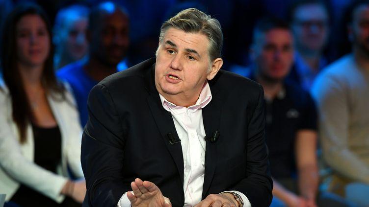 Le chroniqueur de Canal+, Pierre Ménès, le 27 mars 2016 à Paris. (FRANCK FIFE / AFP)
