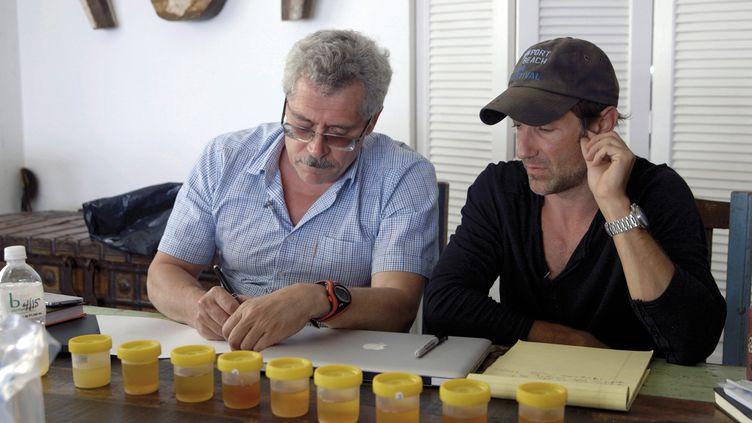 Grigory Rodchenkov (à gauche), ancien directeur du centre antidopage de Moscou et Sotchi (NETFLIX / ALEX PRODUCTIONS / DIA)