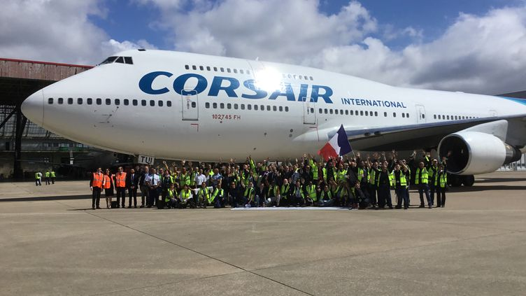 Le dernier vol vers l'Angleterre, lundi 15 juin 2020, sur le tarmac d'Orly, pour cedernier Boeing 747 de la compagnie Corsair. En 28 ans, cet avion a transporté 7 millions de passagers. (FREDERIC BENIADA / FRANCEINFO / RADIOFRANCE)
