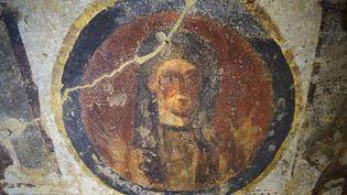 Une des fresques fraîchement restaurées des catacombes de Priscille, à Rome  (FILIPPO MONTEFORTE / AFP)