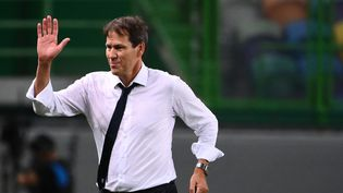 Rudi Garcia, entraîneur de l'Olympique Lyonnais, célèbre la victoire de son équipe contre Manchester City en quarts-de-finale de la Ligue des Champions, à Lisbonne, le 15 août 2020. (FRANCK FIFE / AFP)
