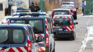 Nordahl Lelandais, suspect dans l'affaire de la disparition du caporal Arthur Noyer, arrive à la gendarmerie de Chambéry (Isère), le 18 décembre 2017. (SYLVAIN MUSCIO / MAXPPP)