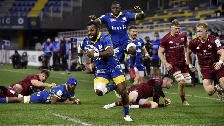 Raka marque face au Munster (THIERRY ZOCCOLAN / AFP)
