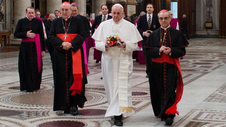 Le pape François, jeudi 14 mars 2013,à la basilique Sainte-Marie Majeure de Rome. (OSSERVATORE ROMANO / AFP)