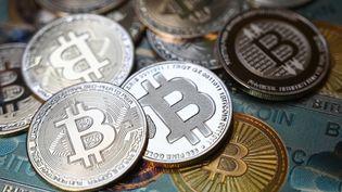 Des Bitcoins. Photo d'illustration.  (OZAN KOSE / AFP)