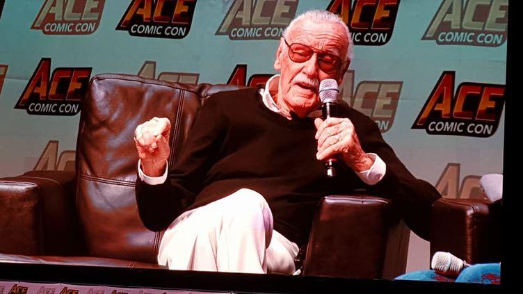 Le scénariste Stan Lee, en janvier 2018 lors d'un Comic Con dans l'Arizona. (GARETH MC BRIDE / CROWDSPARK / AFP)