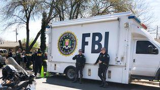 Des agents du FBI sur les lieux d'une explosion, le 13 mars 2018 à Austin (Texas, Etats-Unis). (REUTERS)