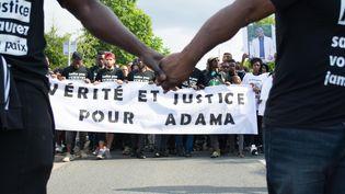Une marche blanche àBeaumont-sur-Oise (Val-d'Oise) en mémoire d'Adama Traoré, le 22 juillet 2016.  (LUCAS ARLAND / CITIZENSIDE / AFP)