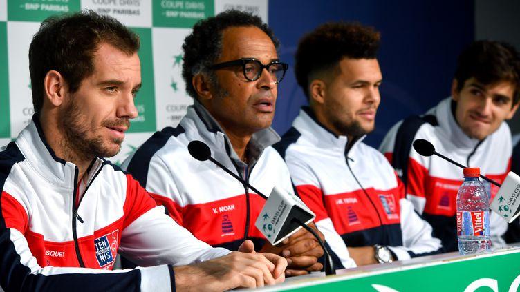 Richard Gasquet, avec Yannick Noah,Jo-Wilfried Tsonga et Pierre-Hugues Herbert, lors d'une conférence de presse, le 21 novembre 2017 à Lille (Nord). (PHILIPPE HUGUEN / AFP)