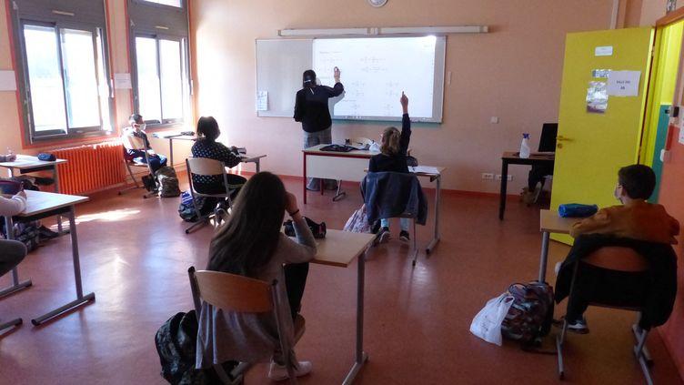 Une salle de classe dans le collège de Bessines-sur-Gartempe (Haute-Vienne). (JÉRÔME OSTERMANN / FRANCE-BLEU LIMOUSIN)