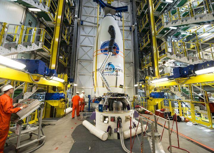 L'IXV, petit vaisseau spatial expérimental européen,est préparé pour son lancement à Kourou (Guyane), le 30 janvier 2015. (AFP / CNES/CSG)