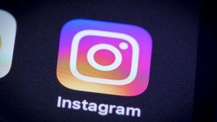 Le logo d'Instagram, sur l'écran d'un smartphone, à Varsovie, en Pologne, en avril 2020. (JAAP ARRIENS / NURPHOTO / AFP)