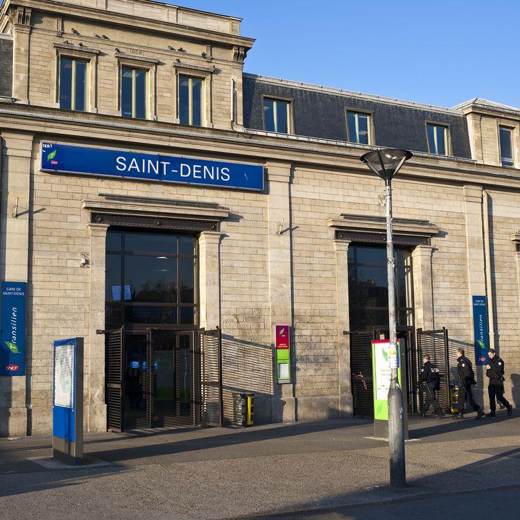 Devant la gare RER de Saint-Denis (Seine-Saint-Denis), le 15 décembre 2009. (GUIZIOU FRANCK / HEMIS.FR / AFP)