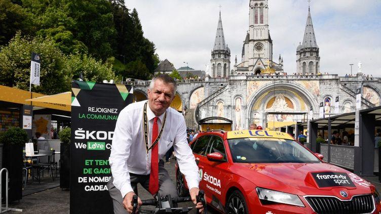 Jean Lassalle à Lourdes sur le Tour de France 2018. (LAURENT FERRIERE / HANS LUCAS)