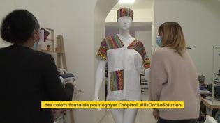 Une entreprise basée dans l'Hérault farique des tenues de soignants colorées (France 3 Languedoc-Roussillon)