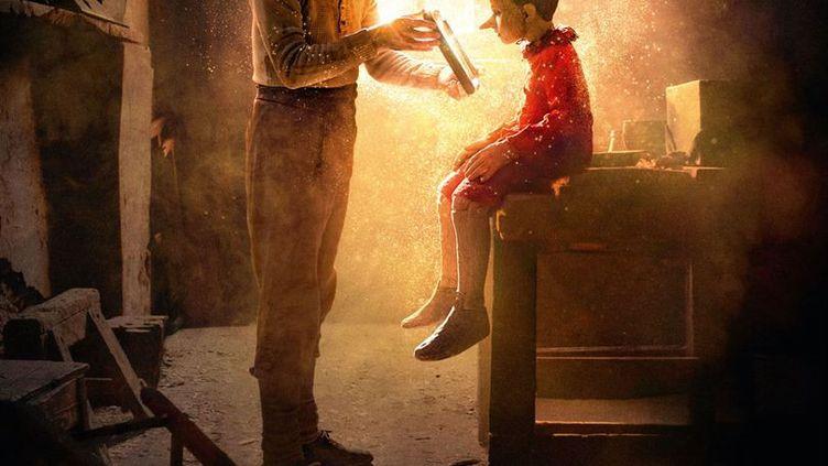 """Détail de l'affiche du film """"Pinocchio"""" de Matteo Garrone avec Roberto Beningni et Federico Ielapi. (MATTEO GARRONE / LE PACTE)"""