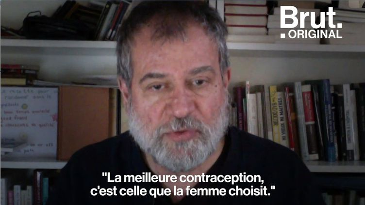 """Martin Winckler, médecin et auteur du livre """"Contraception: mode d'emploi"""", dément les théories fallacieuses qui entourent les contraceptifs. (BRUT)"""