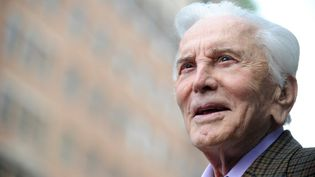 L'acteur Kirk Douglas à Hollywood, en Californie (Etats-Unis), le 1 mars 2011.  (GABRIEL BOUYS / AFP)