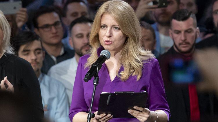 La candidate à la présidentielle slovaque Zuzana Caputova prononce un discours après avoir remporté les élections, à Bratislava, le 30 mars 2019. (JOE KLAMAR / AFP)