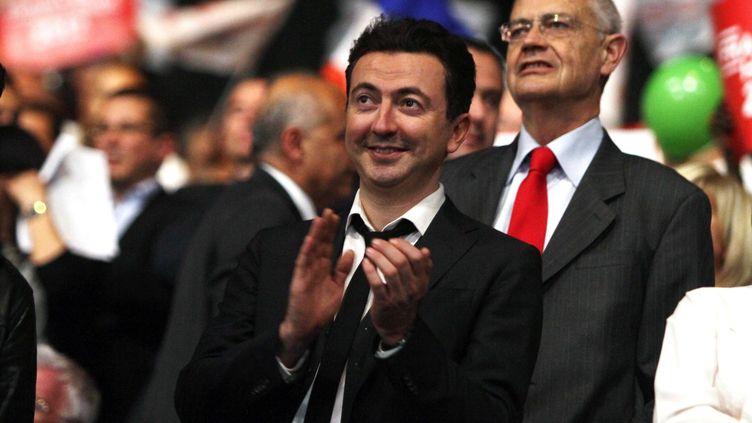 L'humoriste lors d'un meeting de François Hollande, le 14 mars 2012 à Marseille (Bouches-du-Rhône). (VILLALONGA KARINE / SIPA)