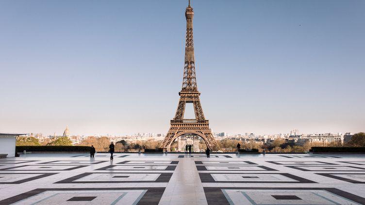 La Tour Eiffel, le 24 mars 2020 à Paris. (PHILIPPE LABROSSE / HANS LUCAS / AFP)