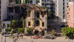 Un bâtiment à Beyrouth très endommagé et photographié quelques jours après l'explosion du 4 août 2020 dans le port de la capitale libanaise. (HAYTHAM AL ACHKAR / GETTY IMAGES EUROPE)