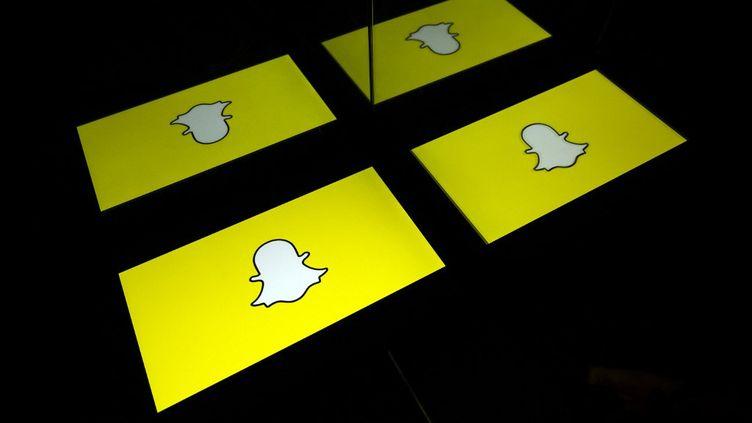 Le logo de Snapchat. (LIONEL BONAVENTURE / AFP)