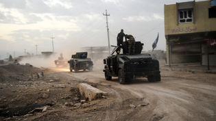 Les forces spéciales irakiennes près du village de Bazwaya, à l'est de Mossoul (Irak), le 31 octobre 2016. (BULENT KILIC / AFP)