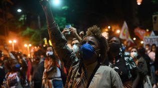 Lors d'une manifestation contre le racisme et les violences policières, le 13 mai 2021 à Rio de Janeiro (Brésil). (ANDRE BORGES / AFP)